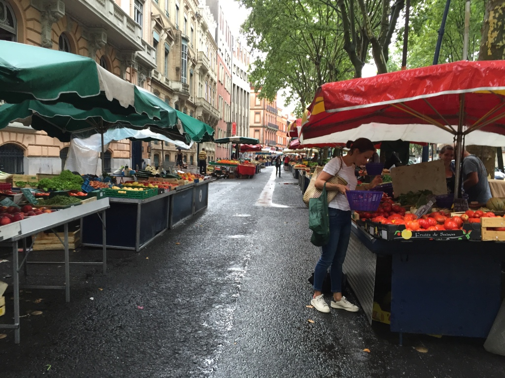 The temporary market for fruits and vegetables can be seen every morning